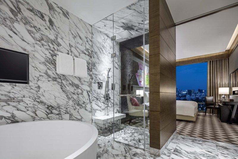 Ayutthaya Suite Bath