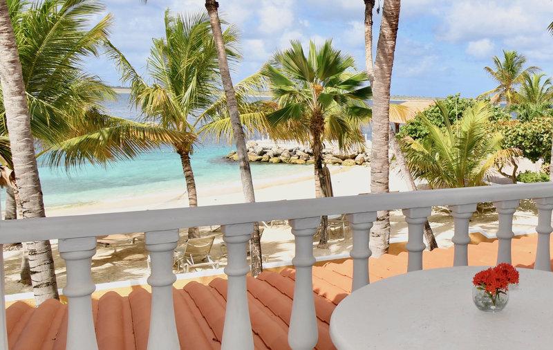Beachfront Suite balcony