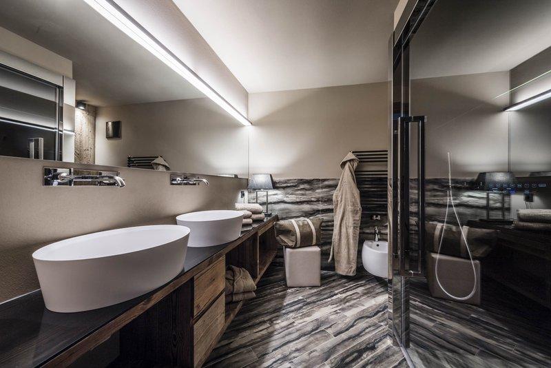 Gold Suite- Bathroom With Turkish Steambath