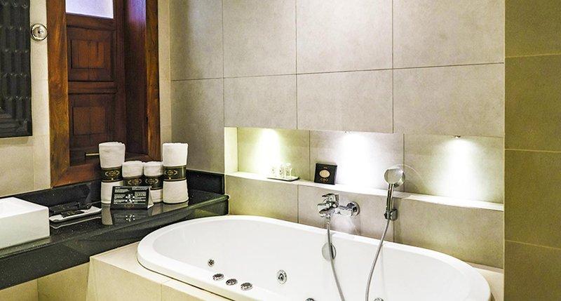 Signature Premium Suite Bathroom II