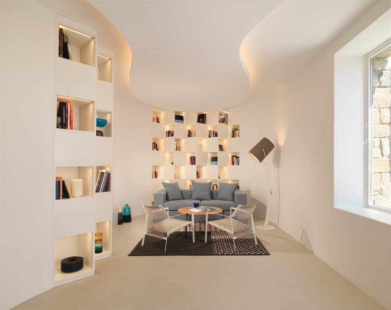 Cosy Hotel Library