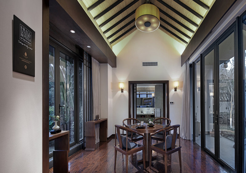Cloud Gate Villa With Swimming Pool Living Room