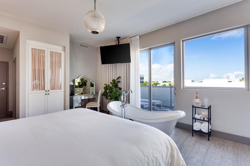 Deluxe Terrace Suite 3