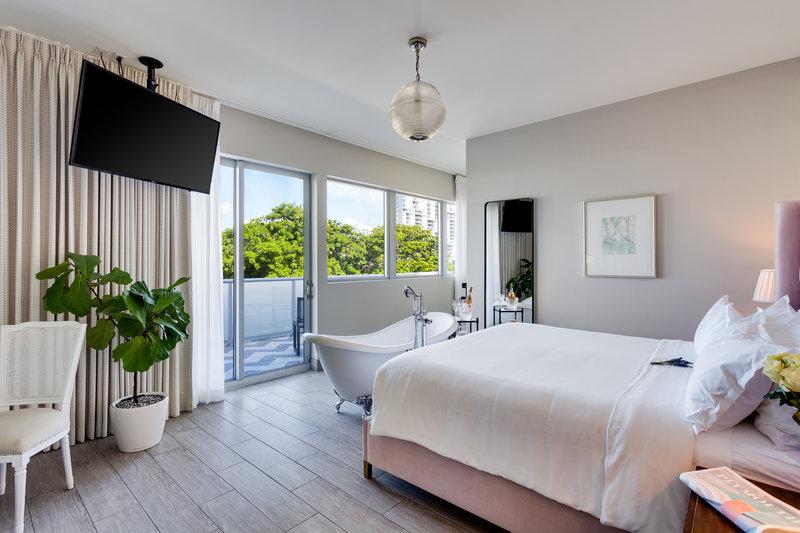 Deluxe Terrace Suite 2