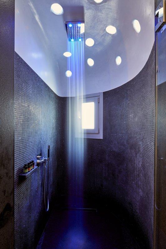 Shower Full Blue