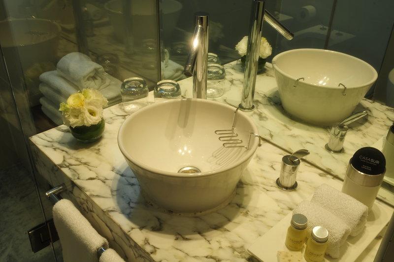 Suite Deluxe Bathroom
