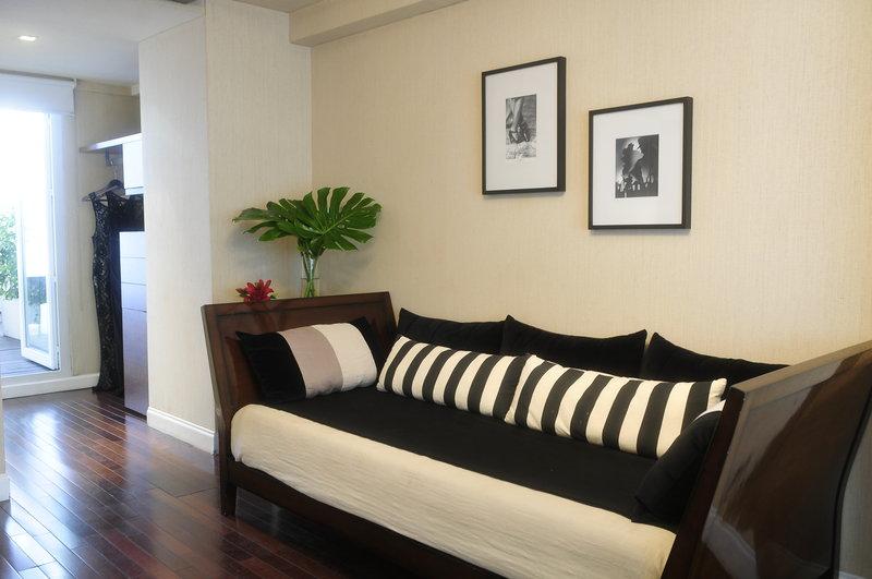 Grand Suite Living