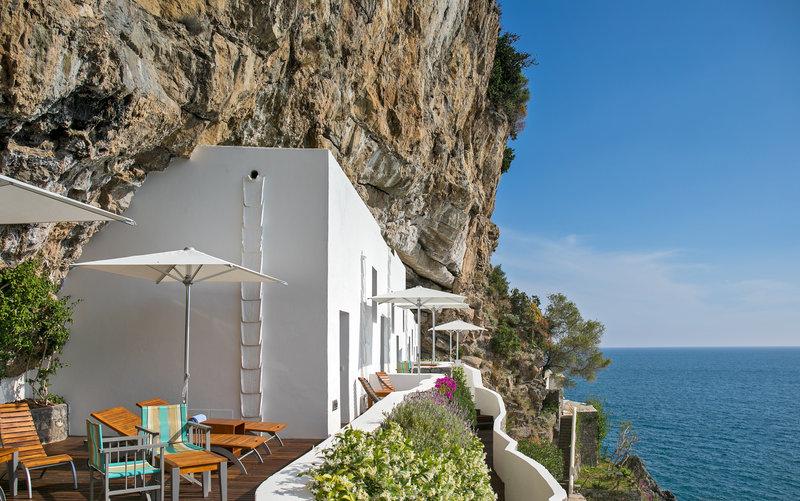 Eaudesea - shared patio