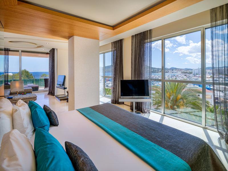 Grand Corner Suite