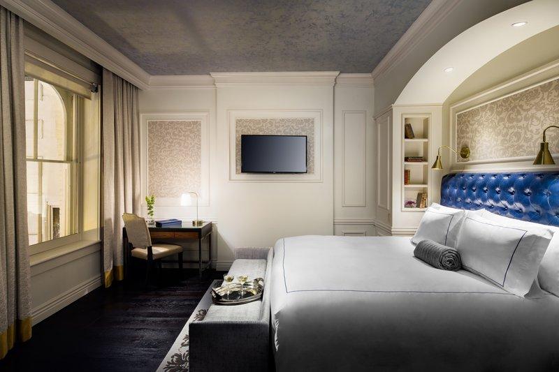 Bedroom Premier Broadway Suite