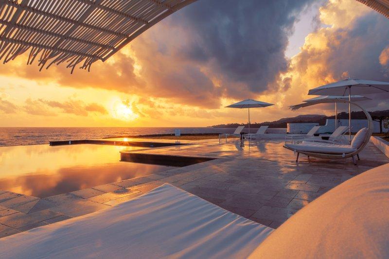 Trident Hotel Infinity Pool