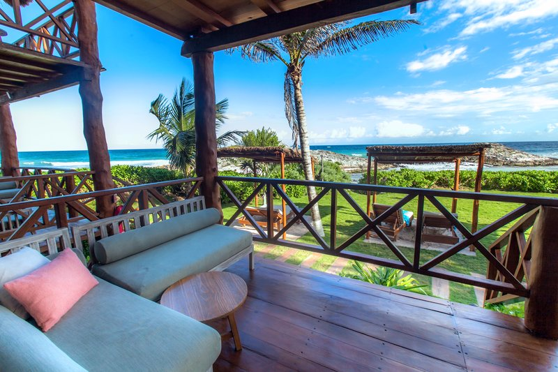 Luxury Cabaña Terrace