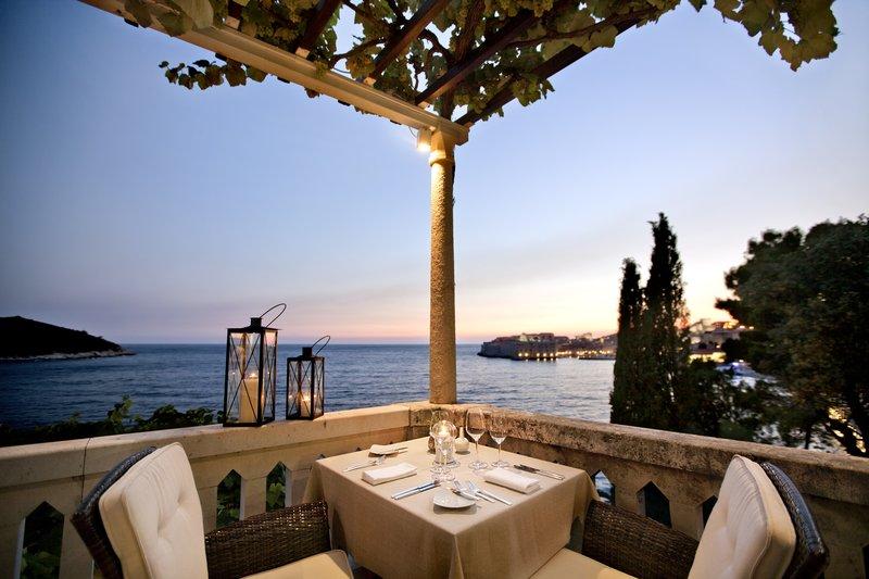 Victoria Restaurant & Lounge