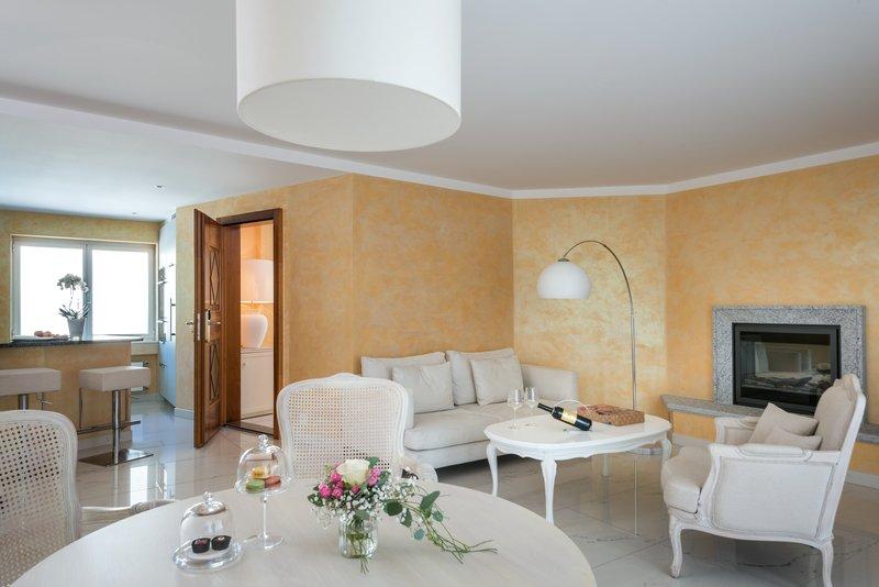 Signature Suite Livingroom