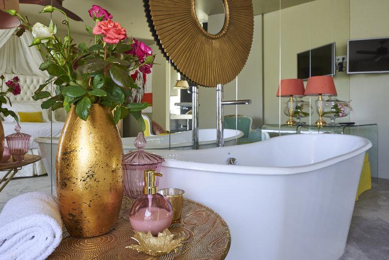 Suite Deluxe bath details