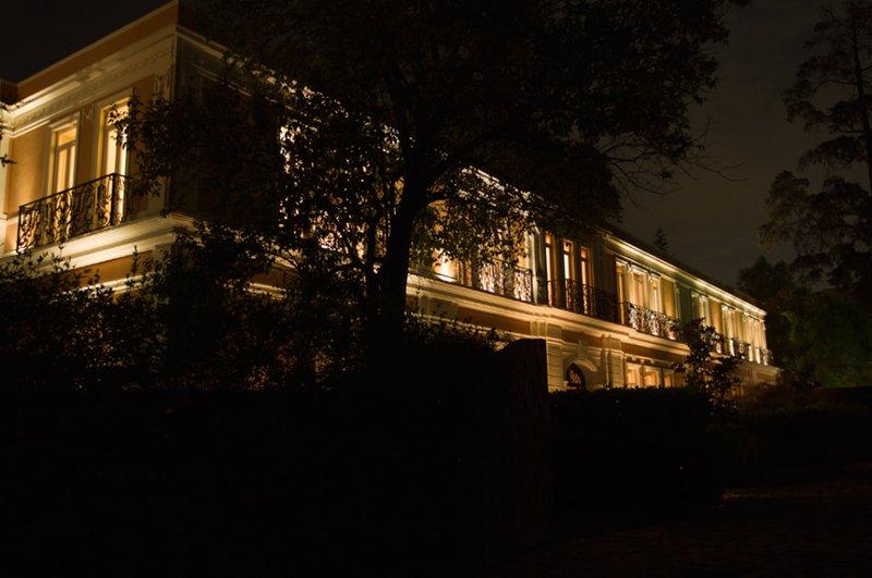 Ligt Night Facade