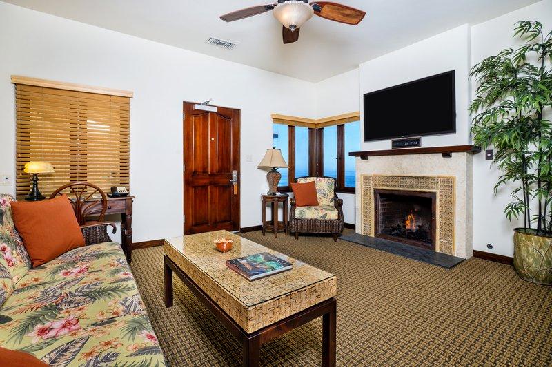 Pantai Suite 1 Bdrm Partial Ocean View living Room