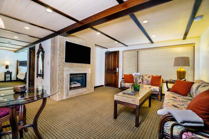 Pantai Suites 1 Bdrm Partial Ocean View Living RM