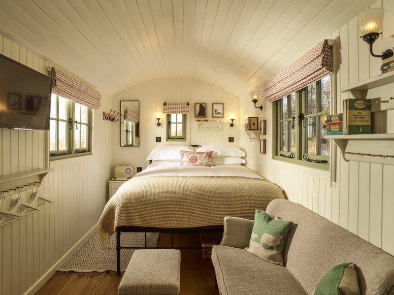 Hilly Hut