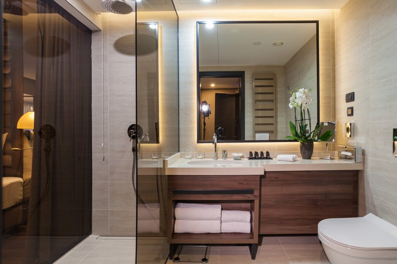 Executive King Room Bathroom