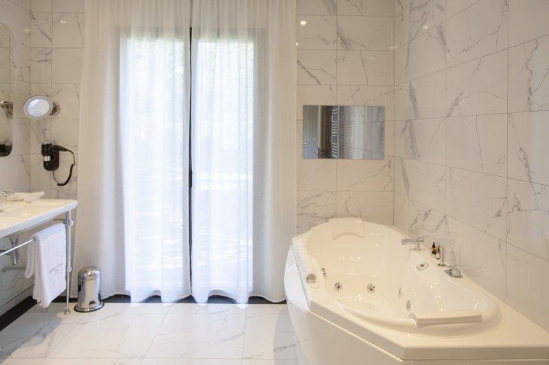 Villa Valrugues bathroom