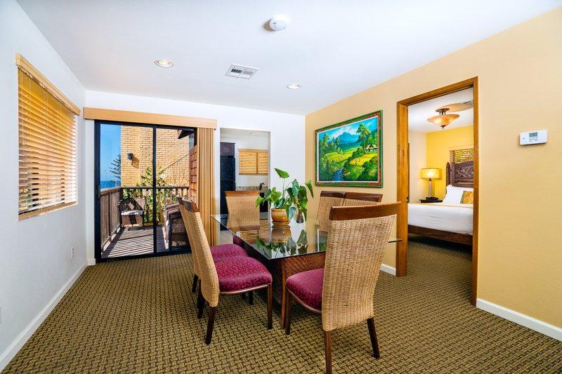Pantai Suite 3 Bedroom Partial Ocean View Dining
