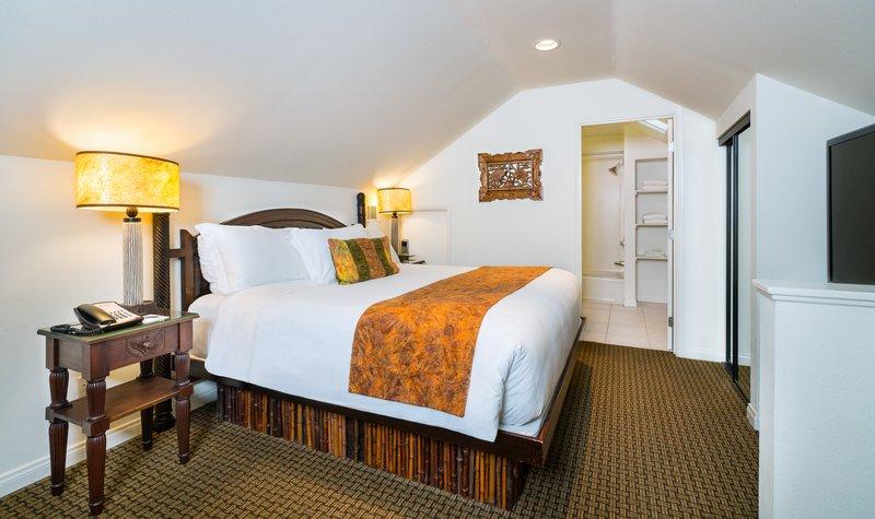 Pantai Suites 3 Bedroom Partial Ocean View