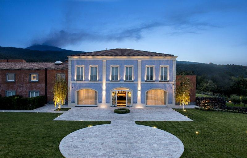 Villa Neri - The Facade