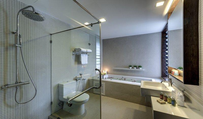 Sara Bathroom