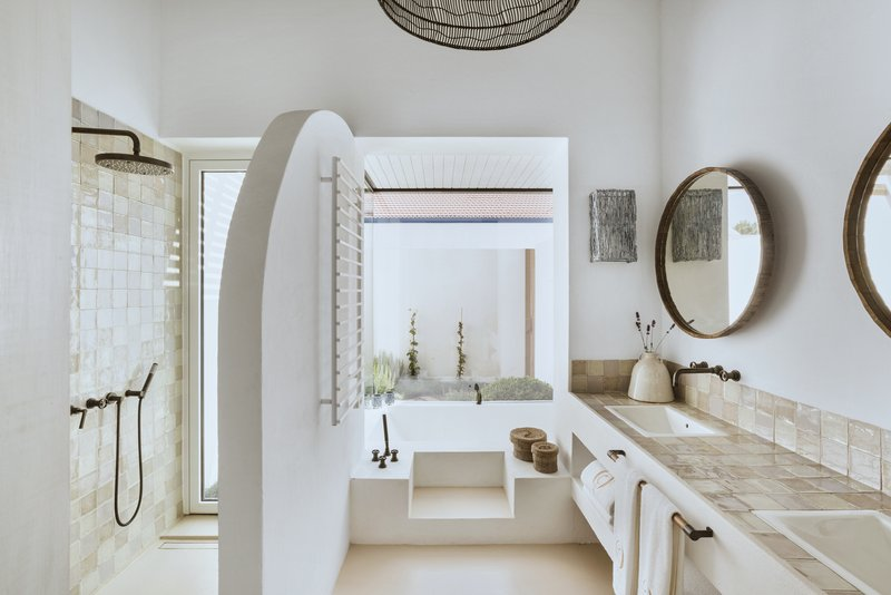 QDCDeluxe Room Bathroom