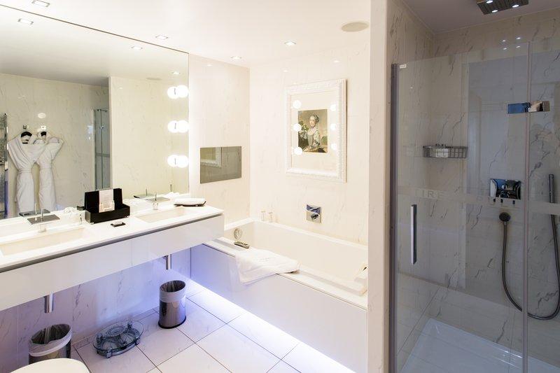 Junior's Suite Bathroom
