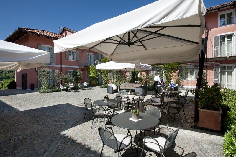 Bar - Outside Inner Courtyard