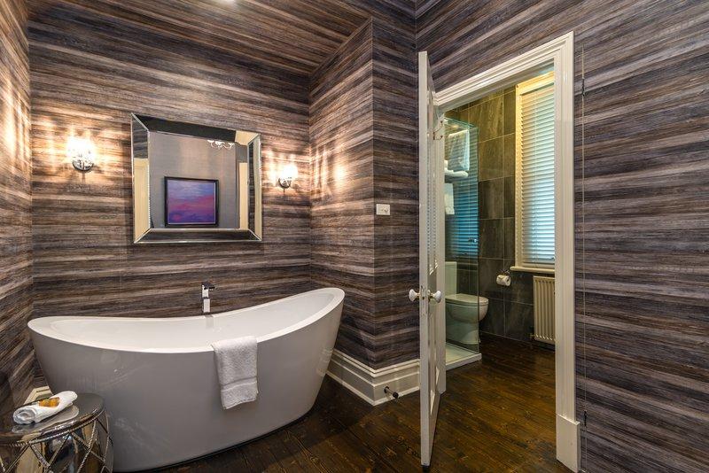 Room Deluxe Queen Bath