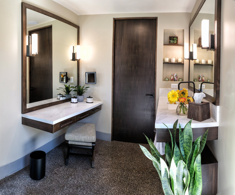 Spring Bungalow Bathroom