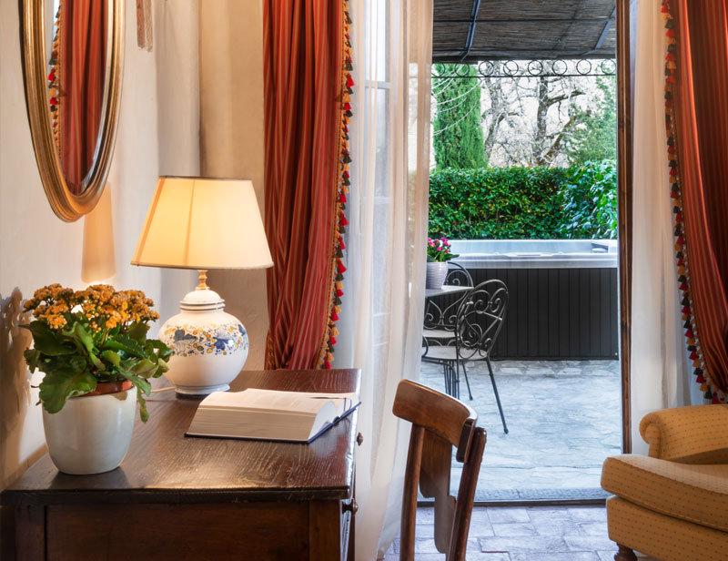 Jacuzzi Garden Suite