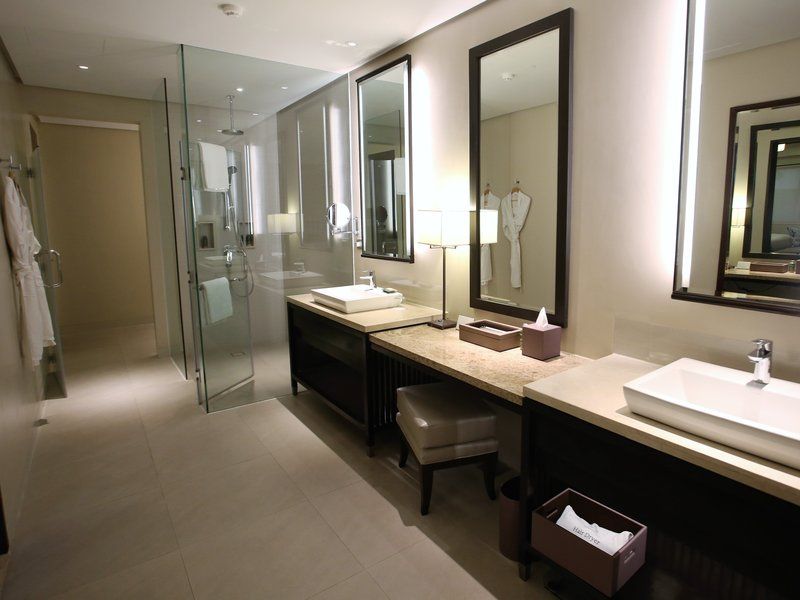Anya Garden and Veranda Suites Bathroom
