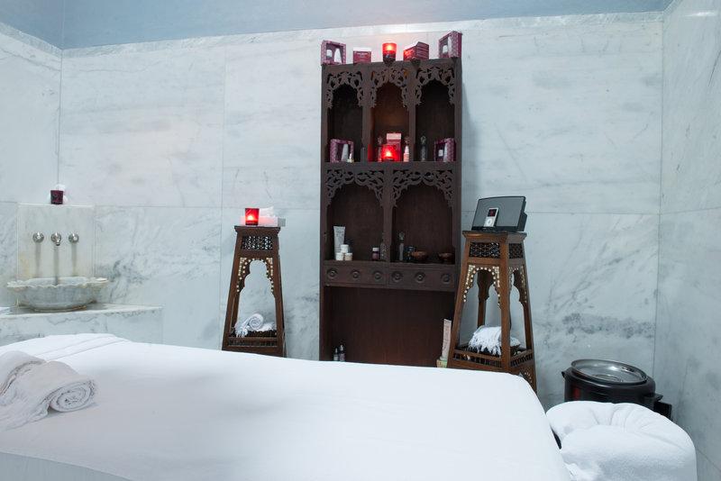 La Maison Bleue Spa Room