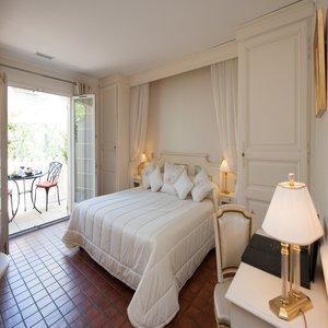 Auberge De Cassagne Spa Luxury Hotel In Avignon France Small