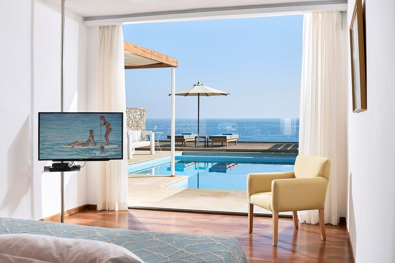 Club Suite Private Pool Seafront