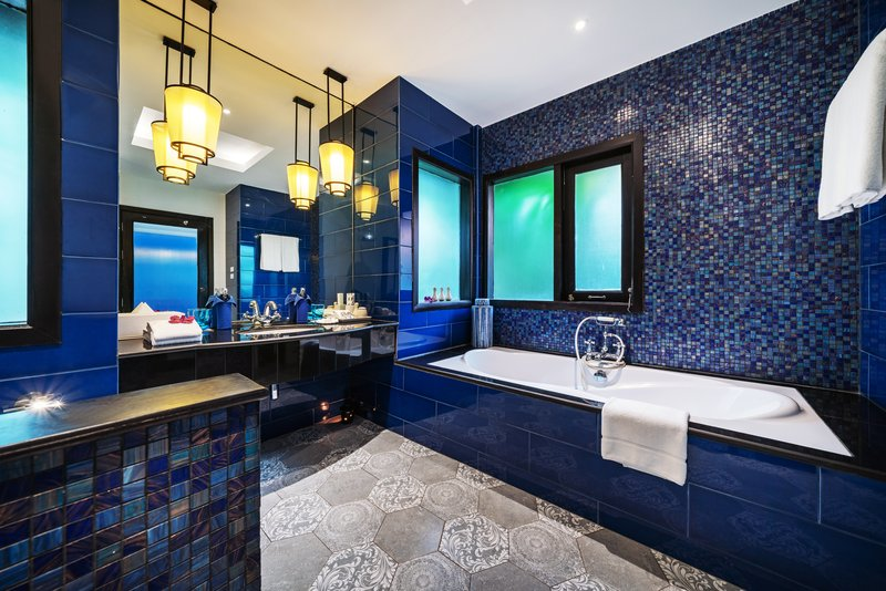 Seaview Villa Bathtub Overview