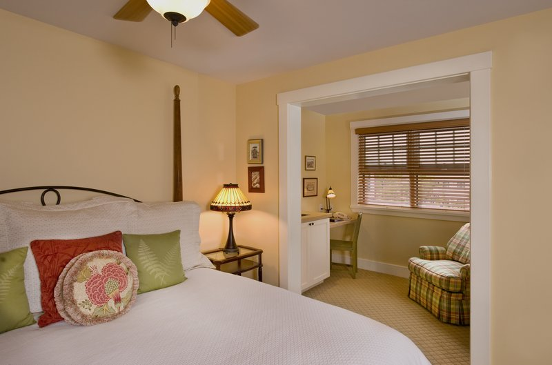 Garden King Spa Guest Room