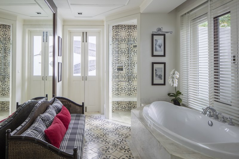 Louis Leonowens Pool Suite - Bathroom