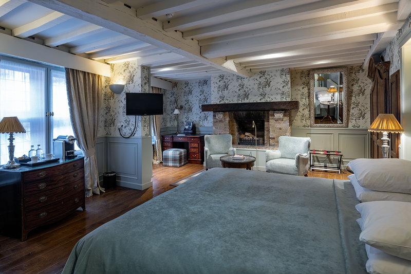 Deluxe Heritage Room