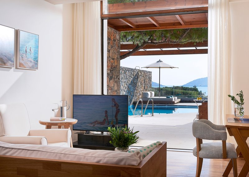 Club Mezzanine Suite Private Pool Seafront