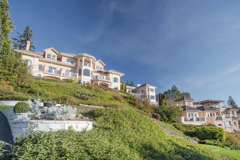 Villa Eyrie Resort - Exterior