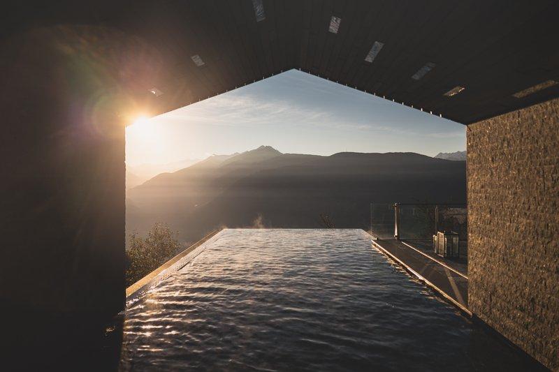 Sundowner_saltwater_infinity_pool