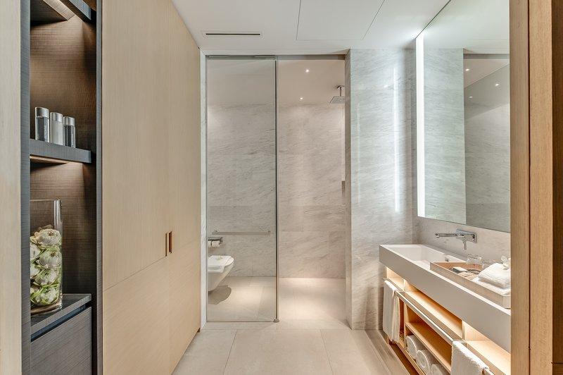 Grand Azure Suite Bathroom