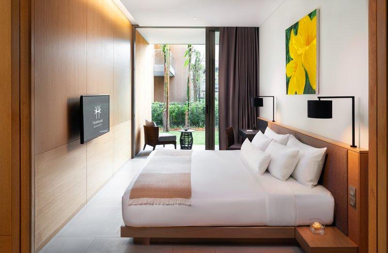 Grand Azure Suite Bedroom