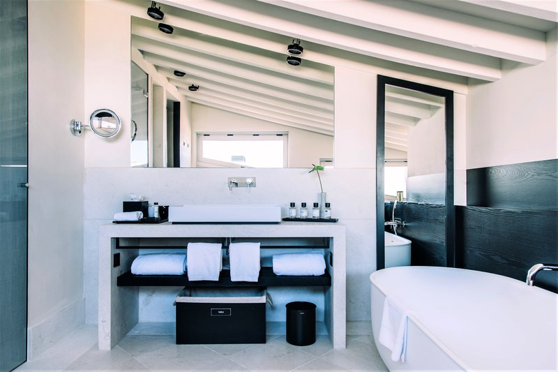 La Torre Studio bathroom
