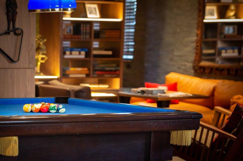 Le Fumoir Pool Table